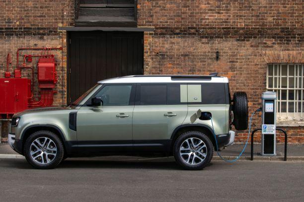 Land Rover Defender (2021). Hybride rechargeable et ...