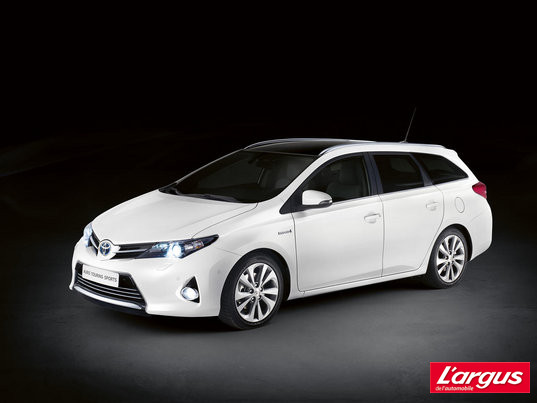 Mondial de Paris Toyota Auris Touring Sport Hybride et break