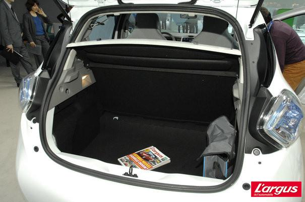 Renault zoe 007 bient t en vente libre salon de gen ve for Interieur zoe