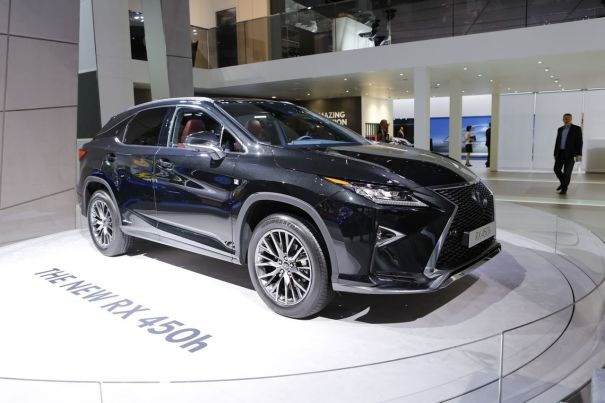 prix et quipements lexus rx 450h partir de 64 900 euros. Black Bedroom Furniture Sets. Home Design Ideas