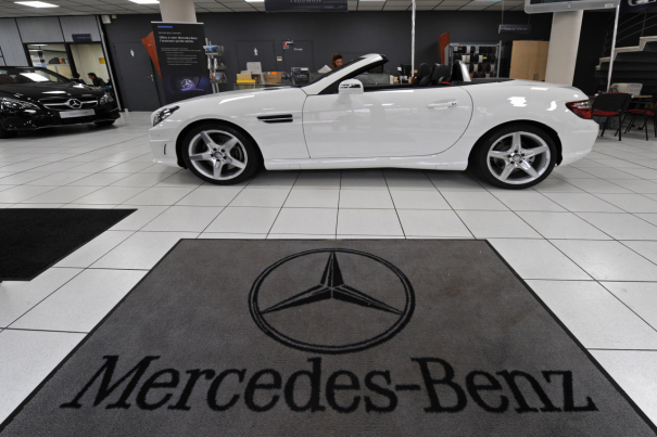 Catherine leroy l 39 argus for Mercedes benz financial service