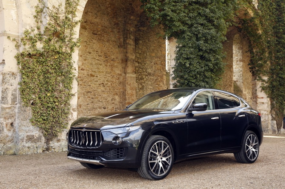 tous les nouveaux suv de 2016 maserati levante. Black Bedroom Furniture Sets. Home Design Ideas