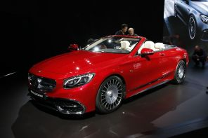 3/4 avant Mercedes-Maybach S 650 Cabriolet rouge