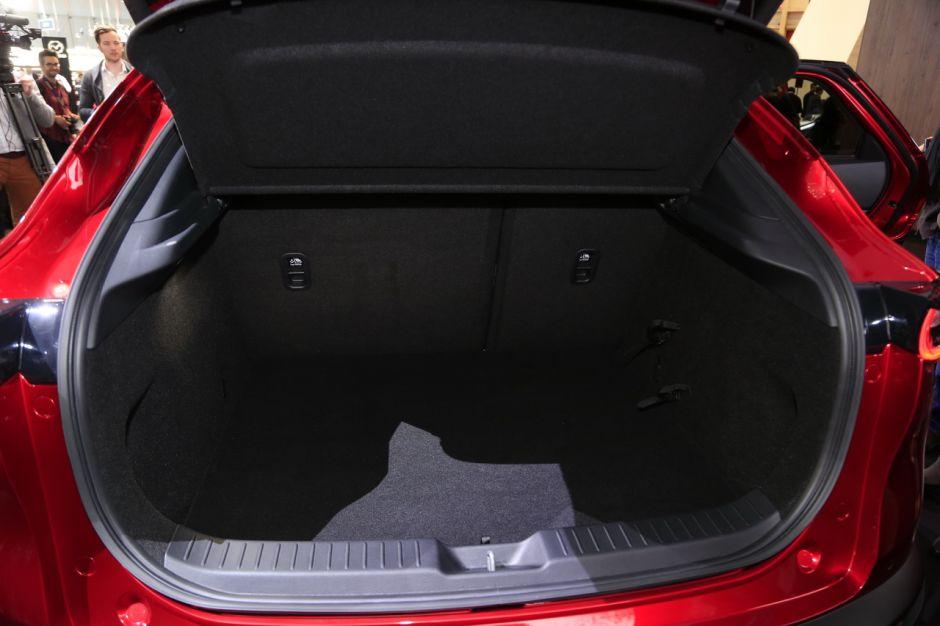 Mazda CX-30 vs Peugeot 3008 : le choc des SUV compacts ...