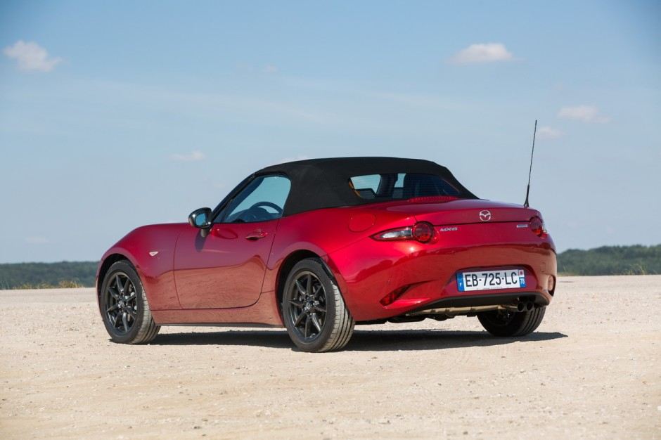 essai comparatif fiat 124 spider vs mazda mx 5 les s urs ennemies photo 62 l 39 argus. Black Bedroom Furniture Sets. Home Design Ideas