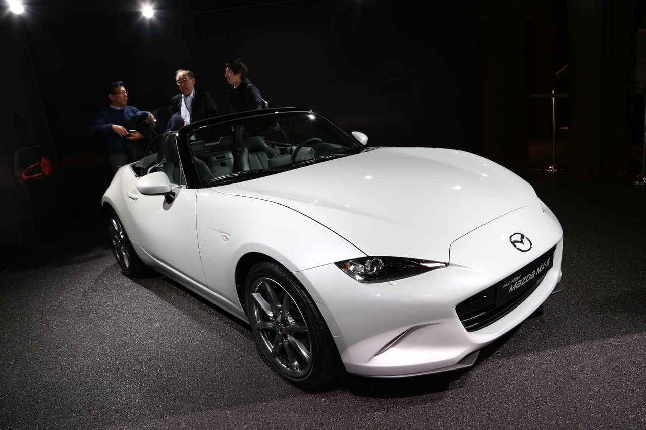 mazda mx 5 2015 la fiche technique d voil e gen ve l 39 argus. Black Bedroom Furniture Sets. Home Design Ideas