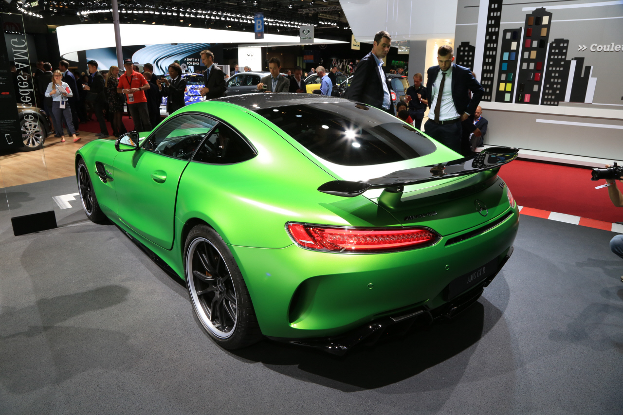 prix mercedes amg gt r 174 800 pour 585 ch photo 1 l 39 argus. Black Bedroom Furniture Sets. Home Design Ideas