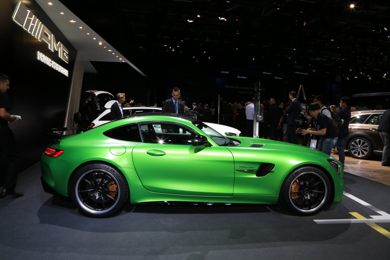 prix mercedes amg gt r 174 800 pour 585 ch photo 2 l 39 argus. Black Bedroom Furniture Sets. Home Design Ideas