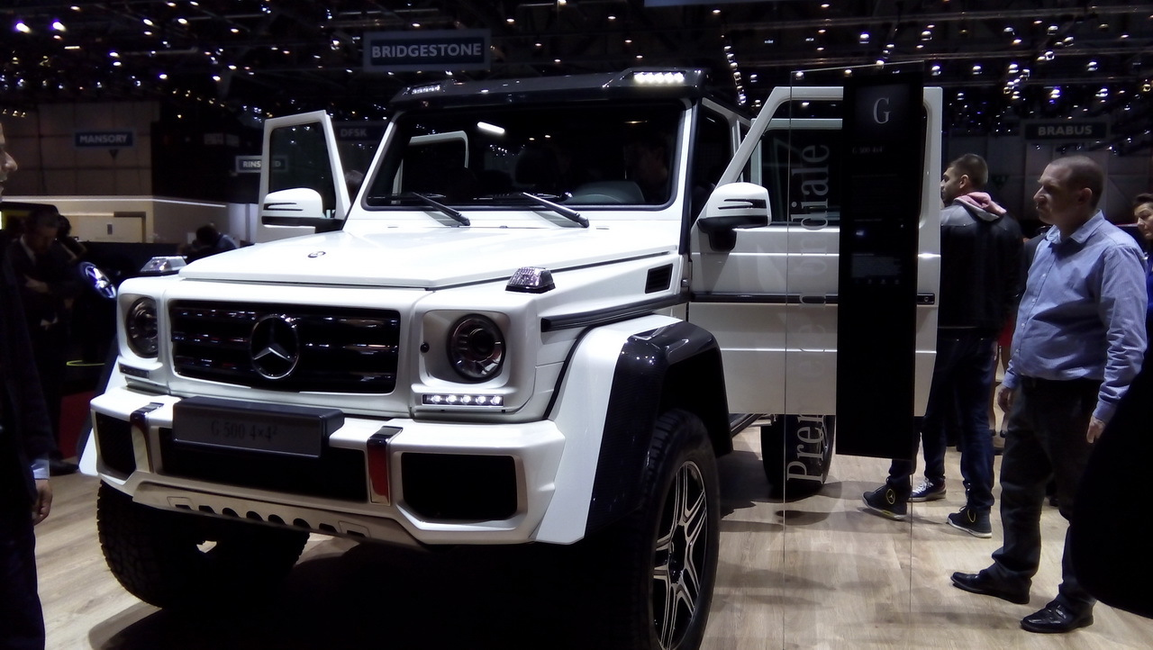 mercedes g 500 4x4 2015 l 39 auto la plus haute perch e du salon photo 1 l 39 argus. Black Bedroom Furniture Sets. Home Design Ideas