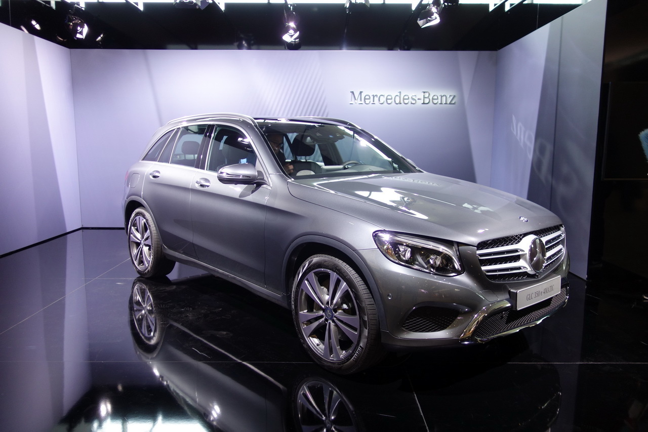 mercedes glc 2015 vid os bord du nouveau suv. Black Bedroom Furniture Sets. Home Design Ideas