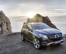 photo Mercedes GLE 2015 vue avant carroserie bleu marine
