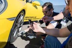 Michelin Track Connect Porsche 911 GT3 jaune