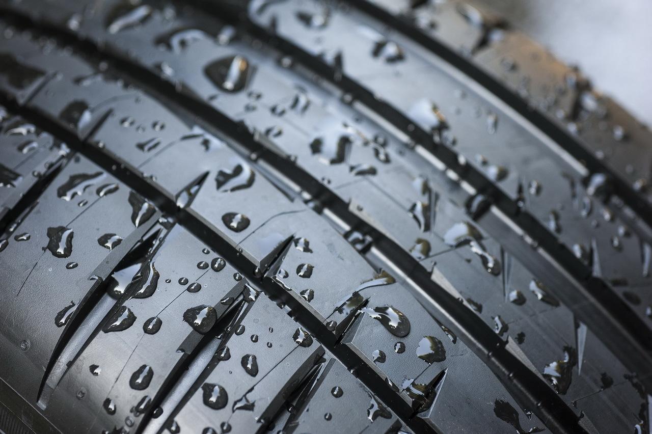 michelin pilot sport 4 lancement du nouveau pneu sportif francfort photo 6 l 39 argus. Black Bedroom Furniture Sets. Home Design Ideas