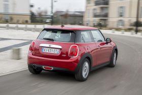 Mini One rouge 2015 arrière droit