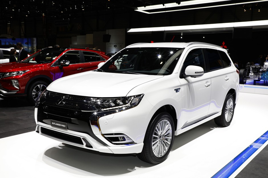 mitsubishi outlander phev 2018 la version restyl e gen ve photo 1 l 39 argus. Black Bedroom Furniture Sets. Home Design Ideas