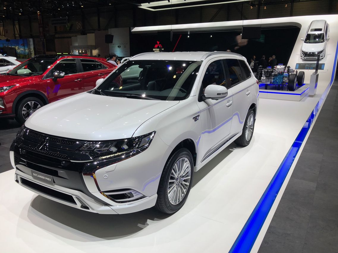 mitsubishi outlander phev 2018 la version restyl e gen ve photo 4 l 39 argus. Black Bedroom Furniture Sets. Home Design Ideas