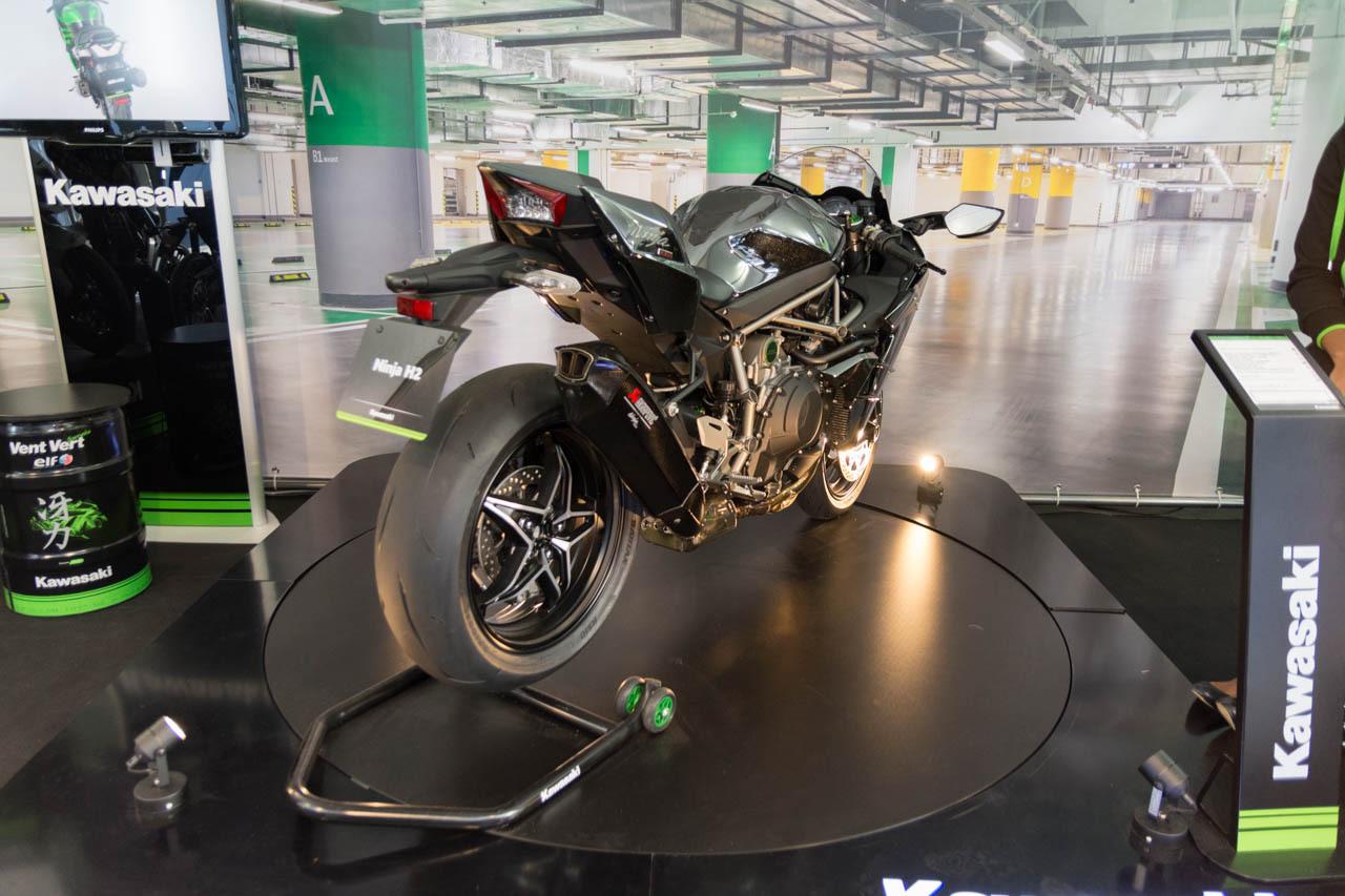 motos scooters des nouveaut s deux roues au mondial de l 39 auto 2016 kawasaki ninja h2 l 39 argus. Black Bedroom Furniture Sets. Home Design Ideas