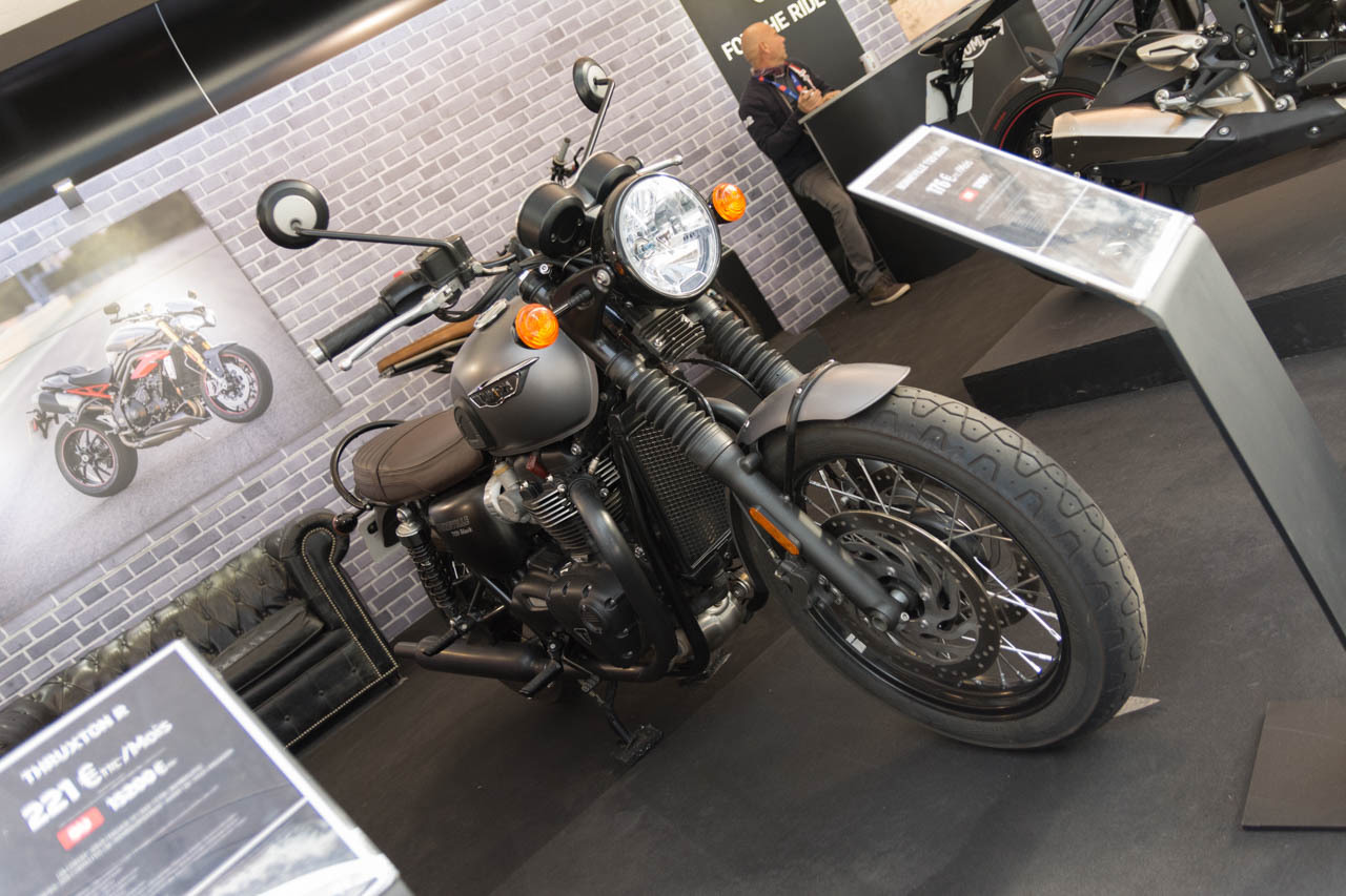 motos scooters des nouveaut s deux roues au mondial de l 39 auto 2016 triumph bonneville t120. Black Bedroom Furniture Sets. Home Design Ideas