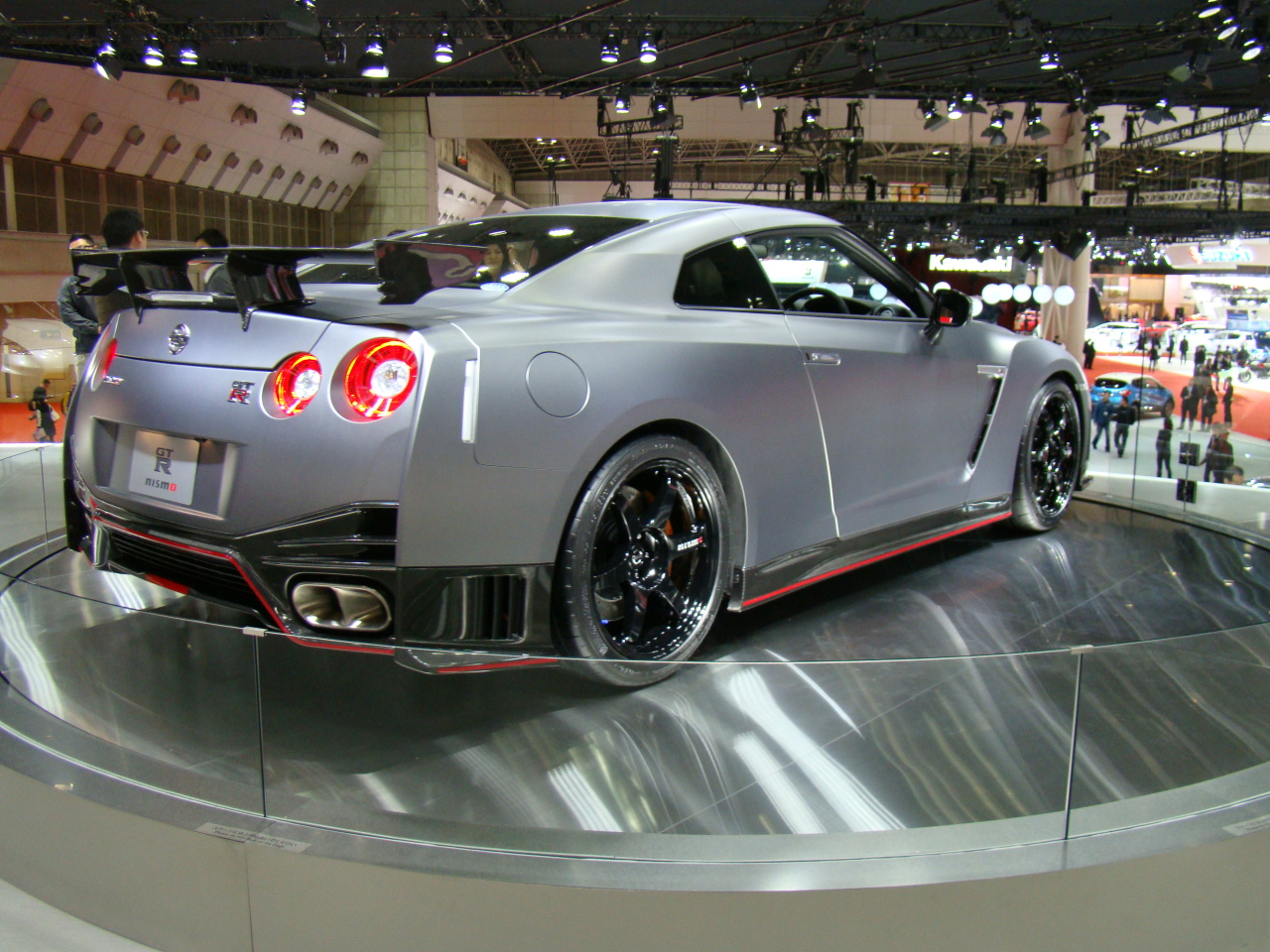 nissan gt r nismo la gt r en mode record au salon de. Black Bedroom Furniture Sets. Home Design Ideas