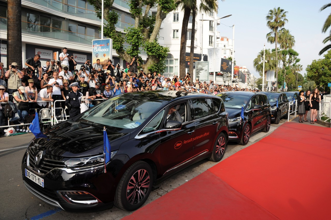 festival de cannes les stars se baladent en renault espace 5 photo 1 l 39 argus. Black Bedroom Furniture Sets. Home Design Ideas