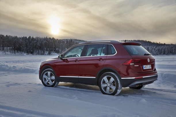 volkswagen tiguan 2016 nouvelle vid o sur la neige l 39 argus. Black Bedroom Furniture Sets. Home Design Ideas