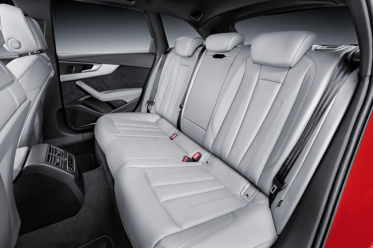 Nouvelle audi a4 avant 2015 vid o du break de for Interieur audi a4 avant