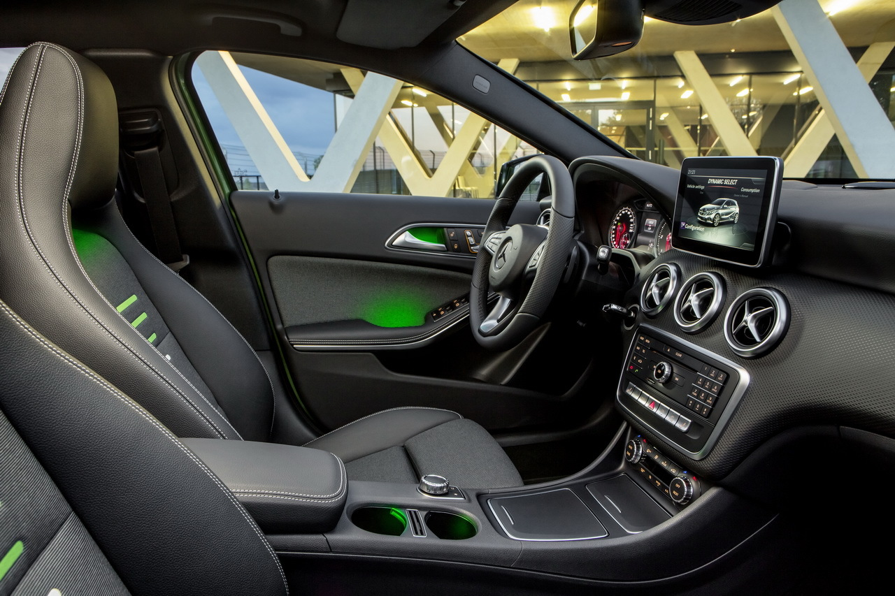 Nouvelle mercedes classe a 2015 premi res photos for Interieur mercedes classe a