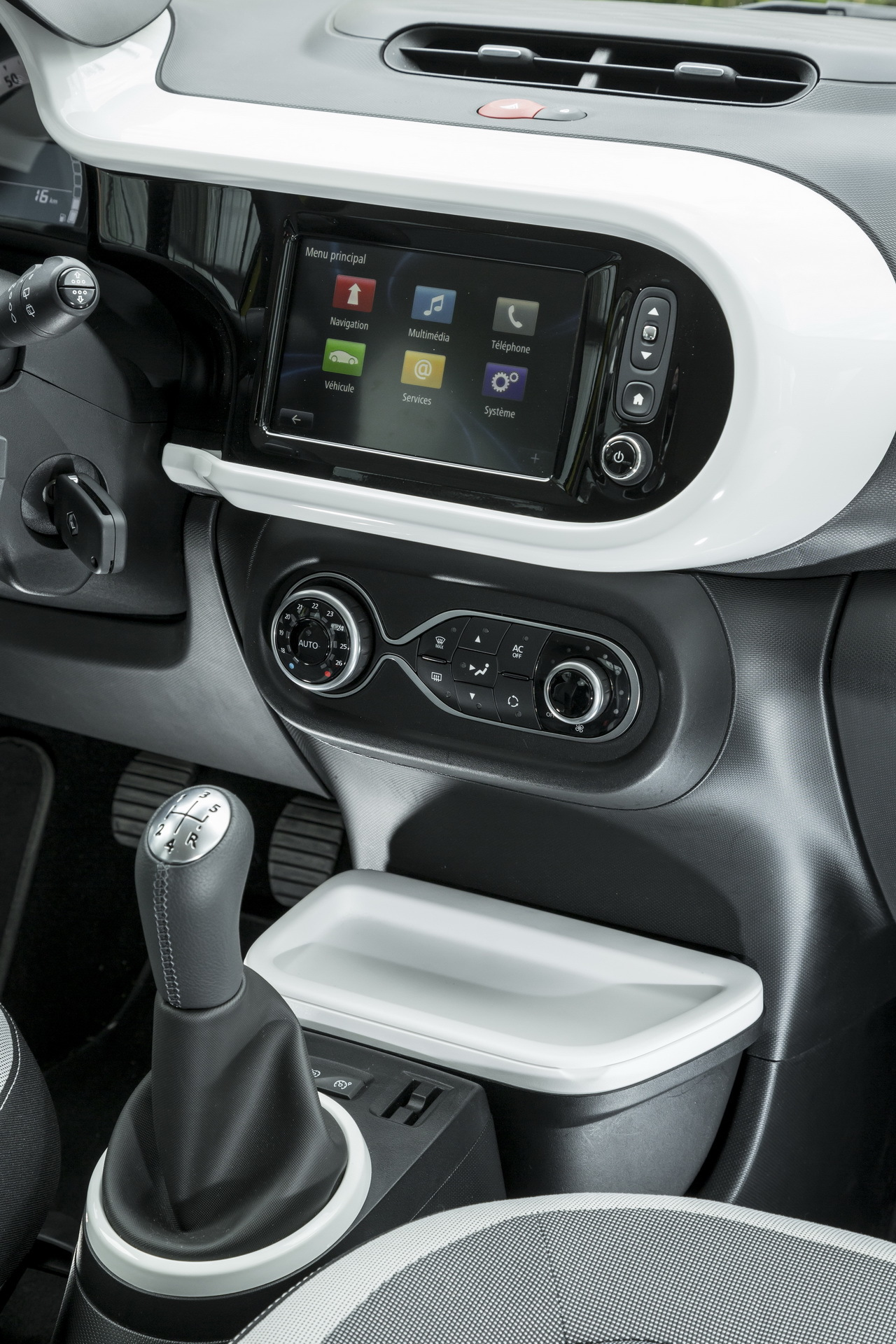 nouvelle renault twingo iii 2014 premi res indiscr tions photo 41 l 39 argus. Black Bedroom Furniture Sets. Home Design Ideas