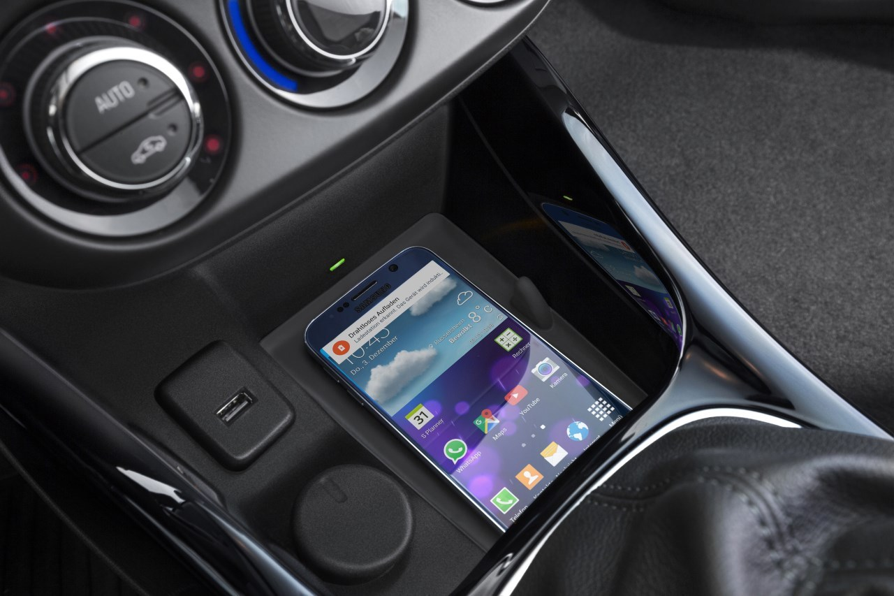 L'Opel Adam recharge les smartphones sans fil par induction - L'argus