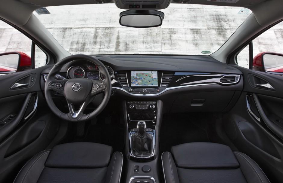 Voiture de l 39 ann e 2016 d couvrez les 7 finalistes en for Opel astra f interieur