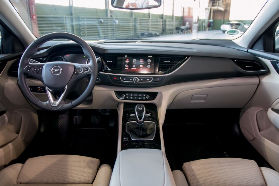 en images l 39 opel insignia grand sport 2017 en d tails photo 16 l 39 argus. Black Bedroom Furniture Sets. Home Design Ideas