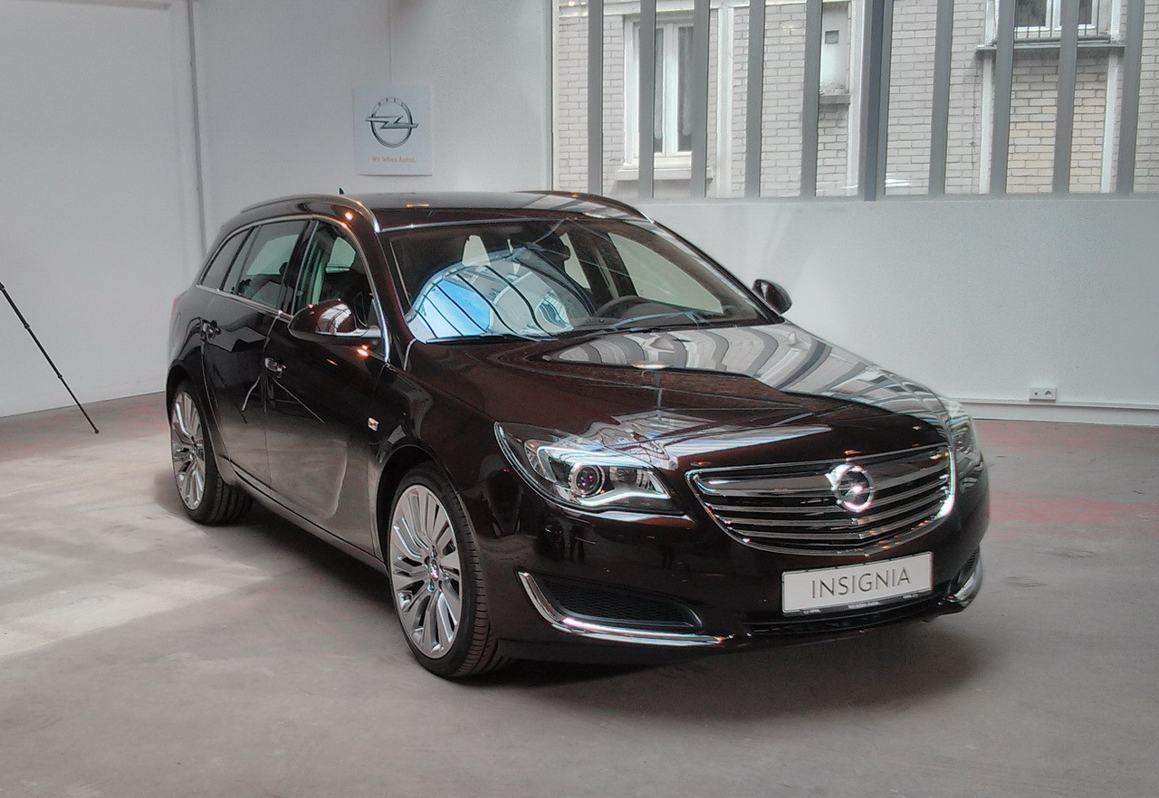 opel insignia l 39 opel insignia 2013 met le paquet sur le multim dia embarqu salon de. Black Bedroom Furniture Sets. Home Design Ideas
