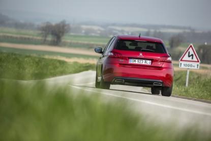 Peugeot 308 II. Problèmes de bruit de la traverse arrière ...