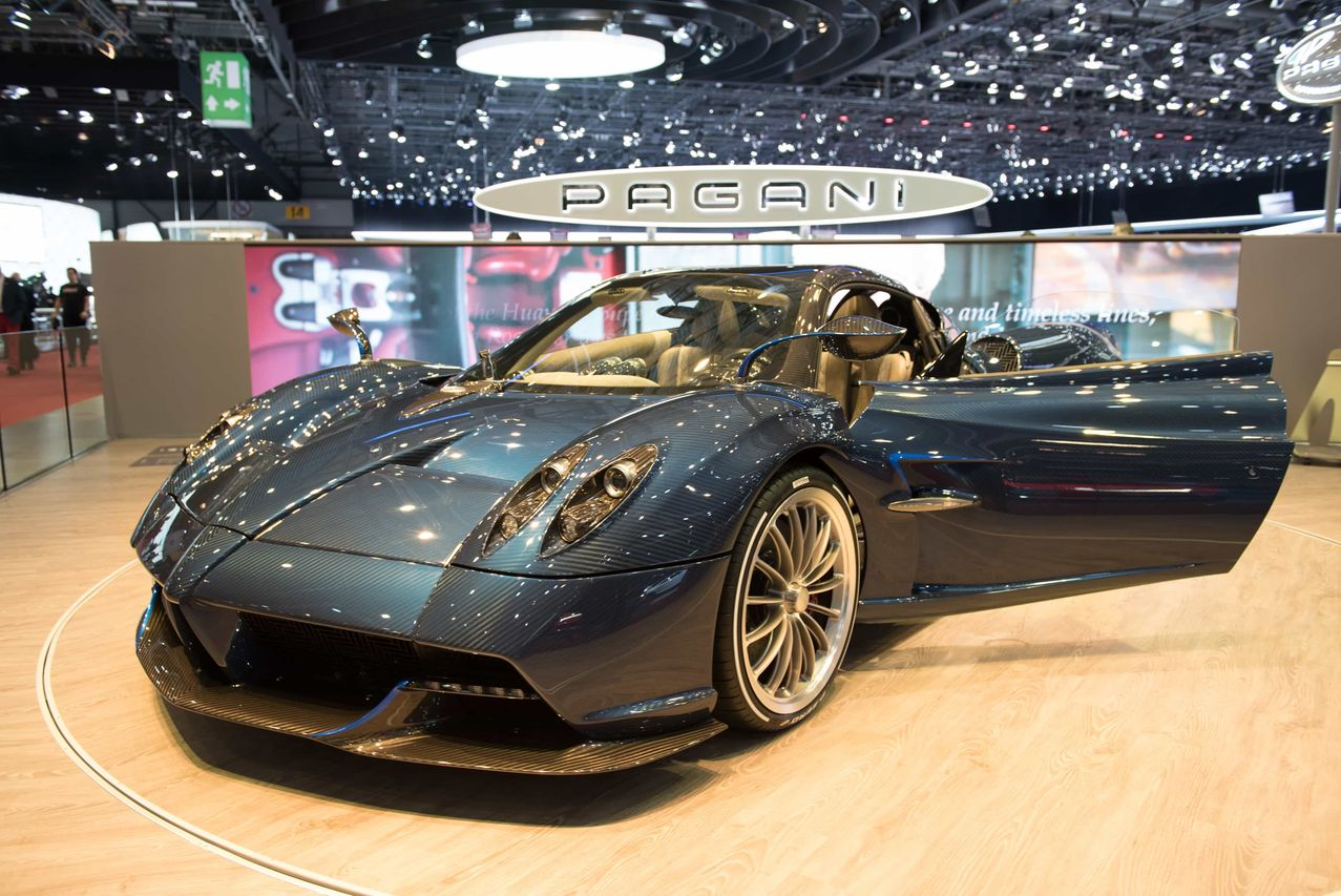 en images les stars du salon de gen ve 2017 pagani huayra roadster l 39 argus. Black Bedroom Furniture Sets. Home Design Ideas