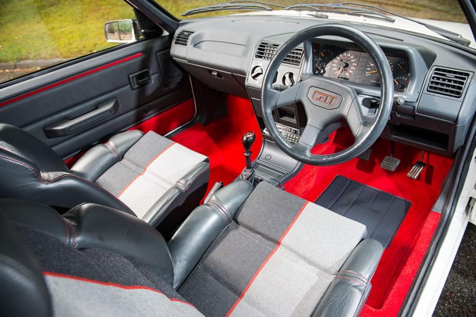 Une Peugeot 205 Gti Atteint 43 000 Aux Ench Res En