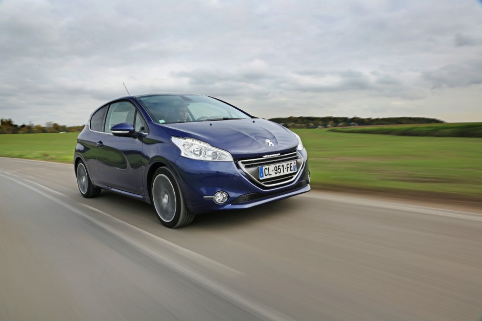 peugeot 208 2015 lancement du moteur 1 6 bluehdi 120 photo 3 l 39 argus. Black Bedroom Furniture Sets. Home Design Ideas
