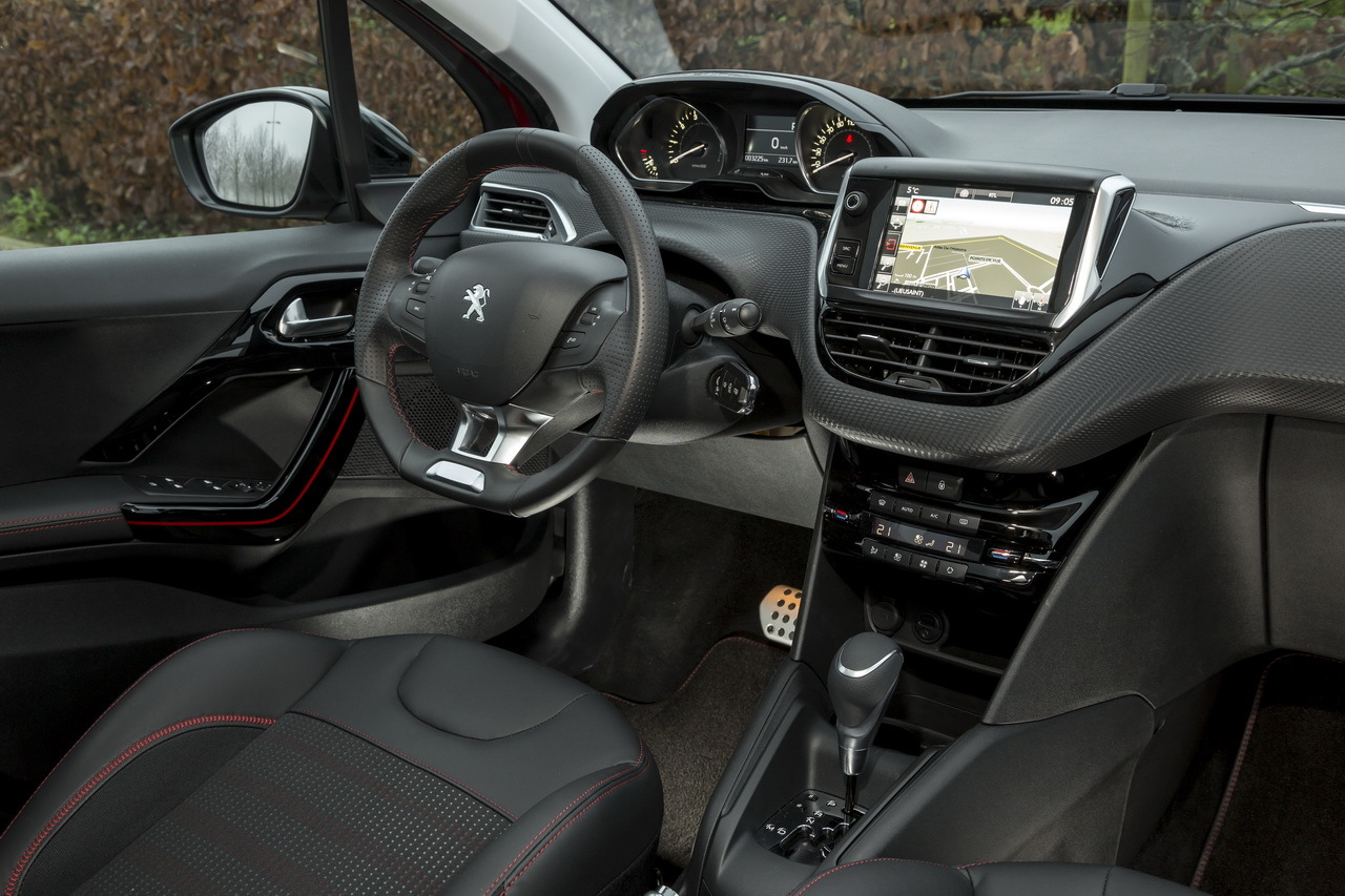 Interieur peugeot 208 voiture galerie for Interieur peugeot 208