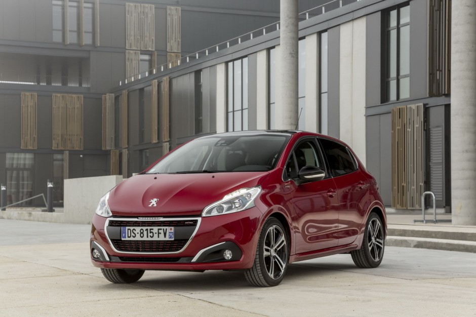 peugeot 208 2016 le 1 6 thp 165 arrive le 1 0 puretech 68 s 39 en va photo 2 l 39 argus. Black Bedroom Furniture Sets. Home Design Ideas