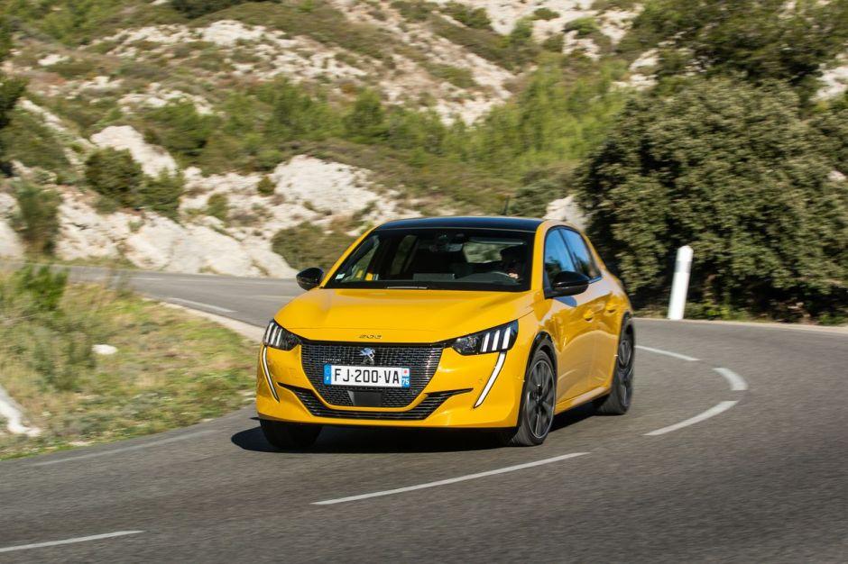 Essai comparatif : l'Opel Corsa GS Line défie la Peugeot ...