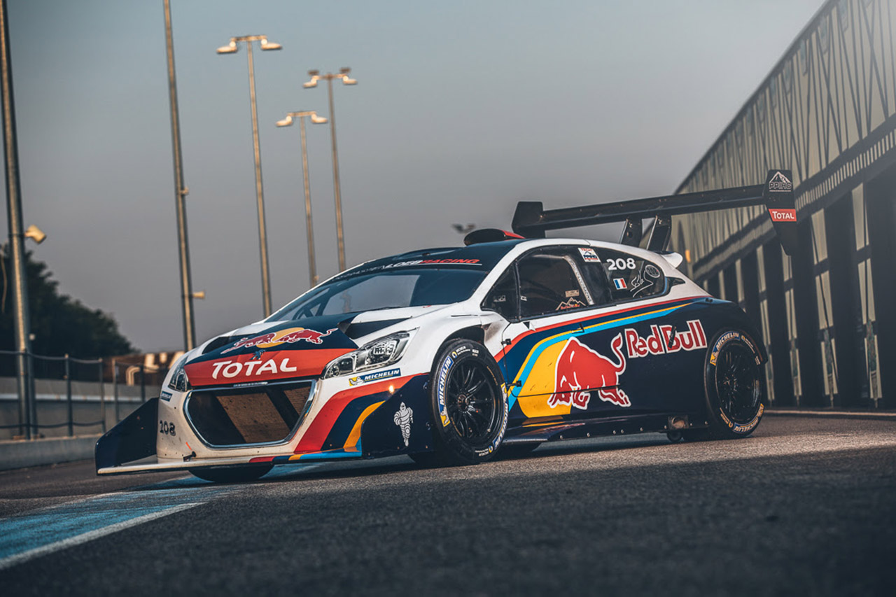 s bastien loeb prend possession de la peugeot 208 t16 pikes peak photo 1 l 39 argus. Black Bedroom Furniture Sets. Home Design Ideas