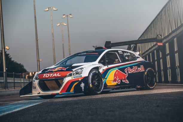 s bastien loeb prend possession de la peugeot 208 t16 pikes peak l 39 argus. Black Bedroom Furniture Sets. Home Design Ideas