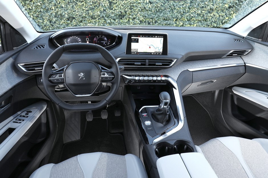 Essai peugeot 3008 1 2 puretech 130 allure le test du for Interieur 3008 allure