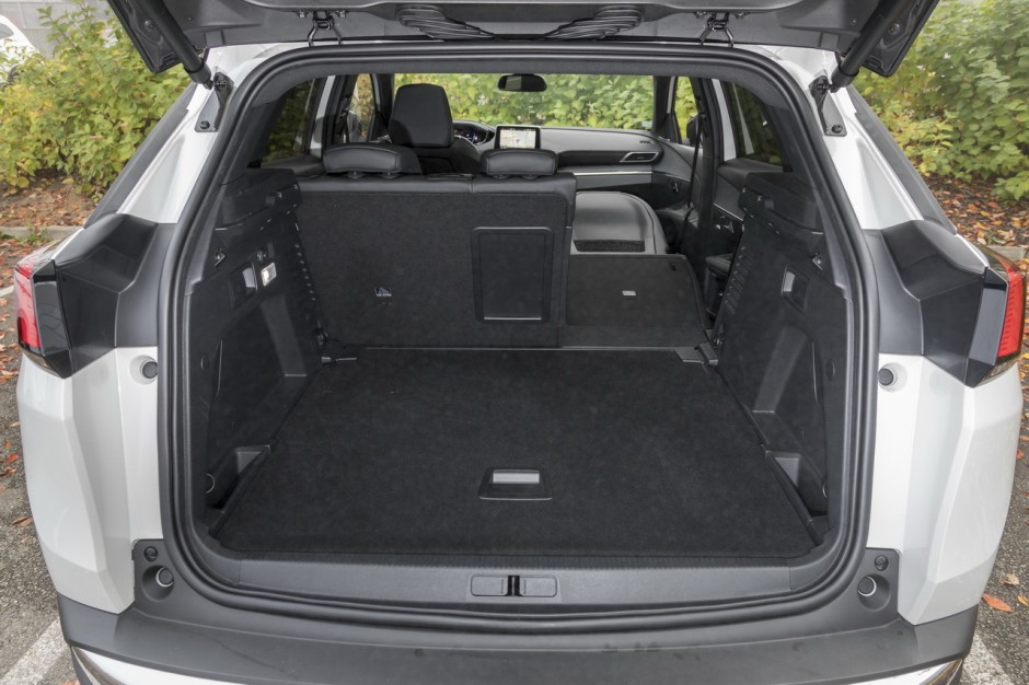 essai comparatif le peugeot 3008 d fie le volkswagen. Black Bedroom Furniture Sets. Home Design Ideas