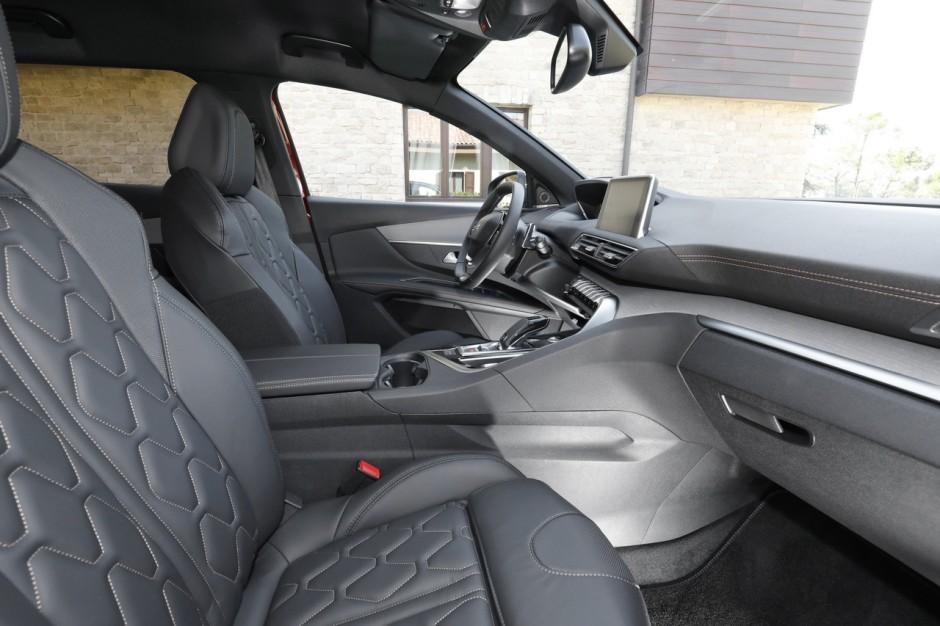 Essai peugeot 3008 gt bluehdi 180 le super 3008 for Peugeot 3008 gt interieur