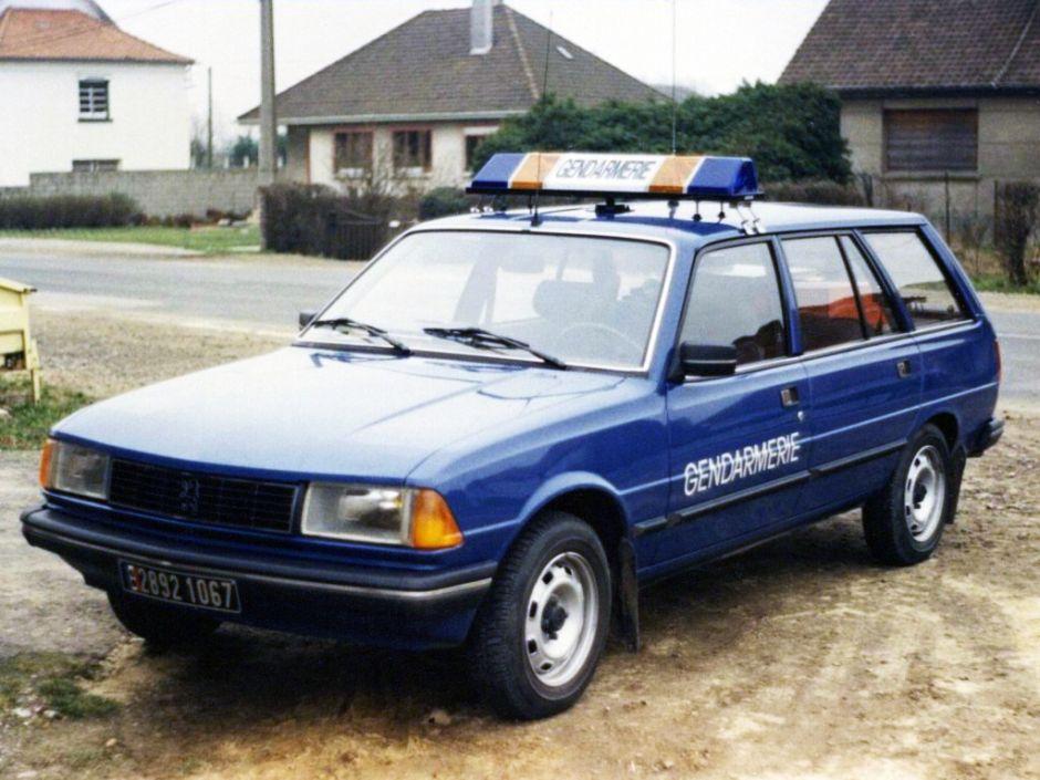 Souvenirs Peugeot-305-break-gendarmerie
