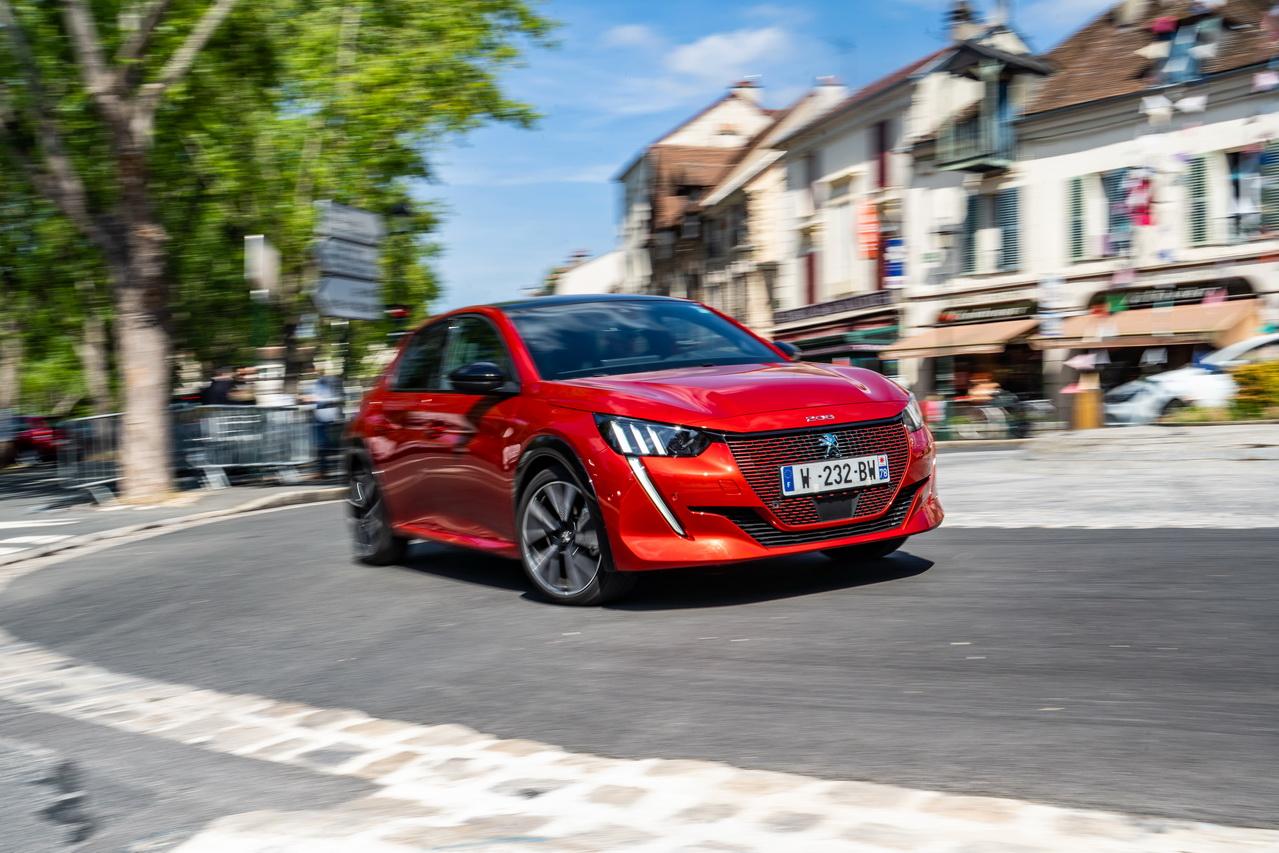 2019 - [Peugeot] 208 II (P21) - Page 15 Peugeot-e-208-essai-sans-tache-2-redimensionner