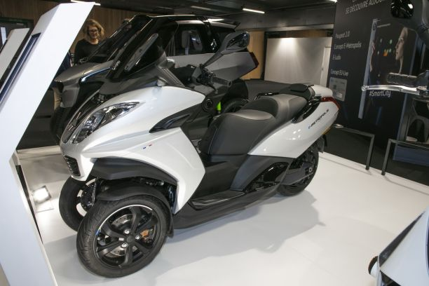 peugeot e metropolis le scooter 3 roues aura sa version lectrique l 39 argus. Black Bedroom Furniture Sets. Home Design Ideas