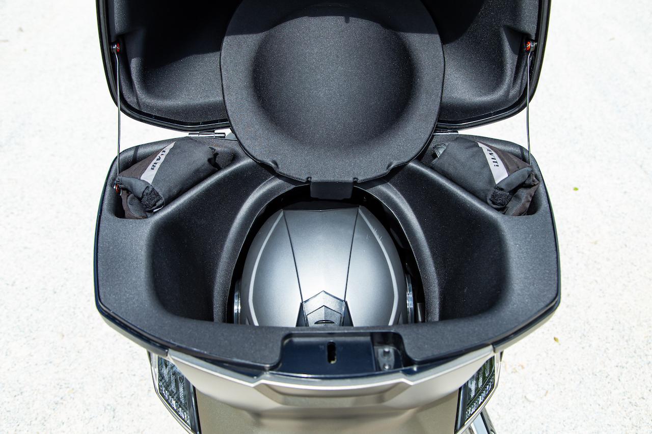 Peugeot dévoile 2 nouvelles versions de son Metropolis pour 2021 Peugeot-metropolis-sw5821
