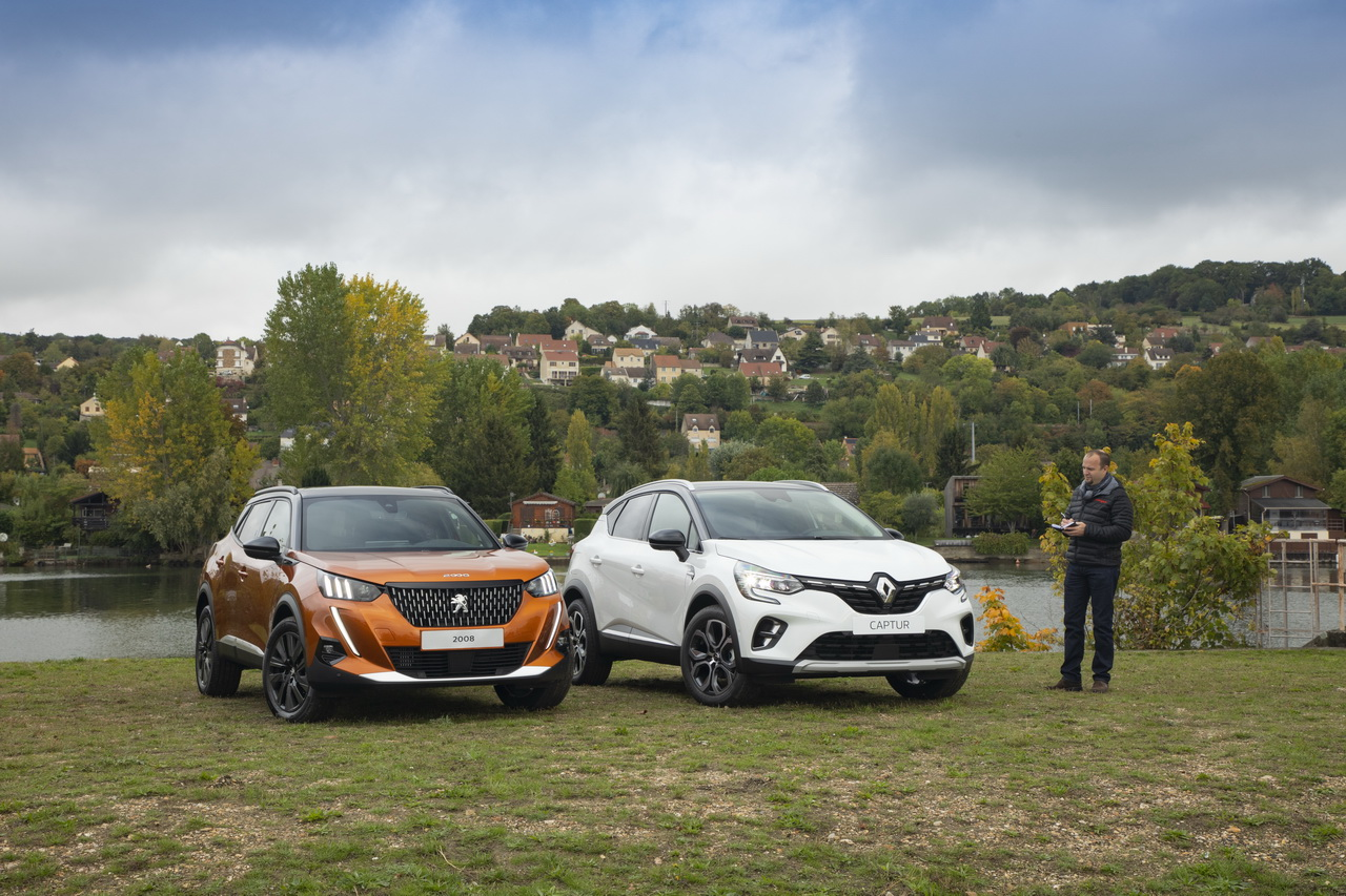 2019 - [Renault]  Captur II [HJB]  - Page 2 Peugeot2008renaultcapturstatiqueavant1
