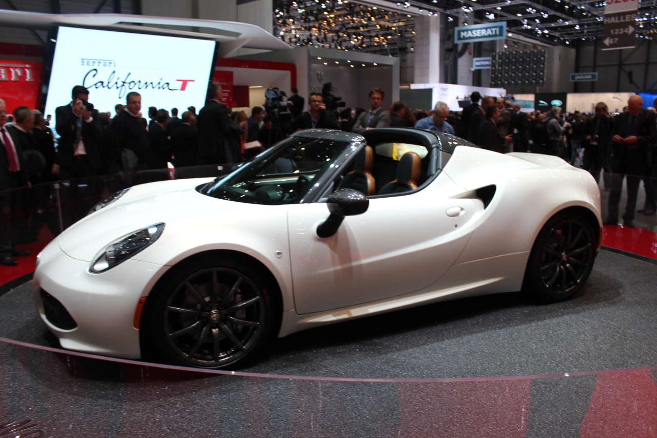 alfa romeo 4c spider alfa romeo 4c spider la bombinette. Black Bedroom Furniture Sets. Home Design Ideas